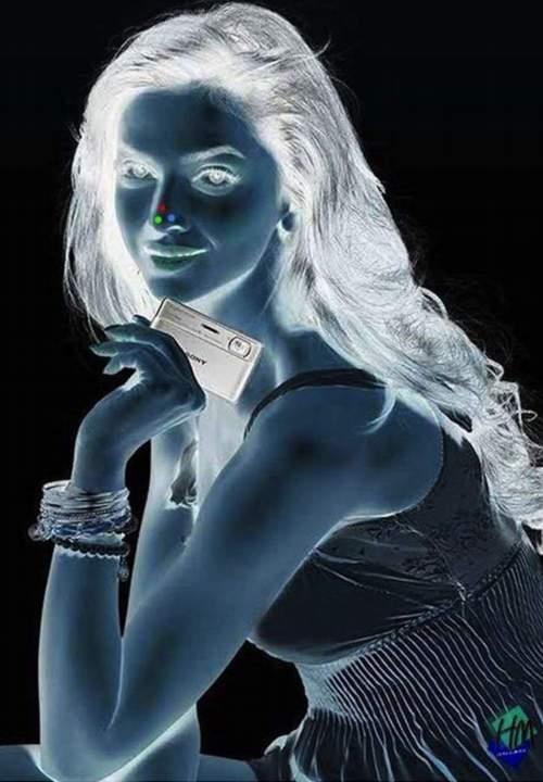Una mujer en negativo. Ilusión óptica