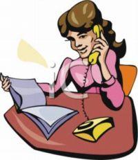 Al sonar el teléfono de la empresa, la secretaria atiende y contesta: